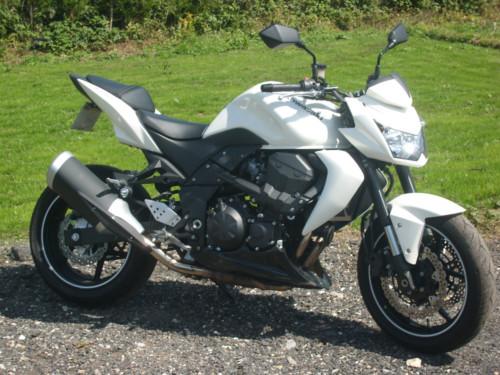 Kawasaki Z750 white 2010