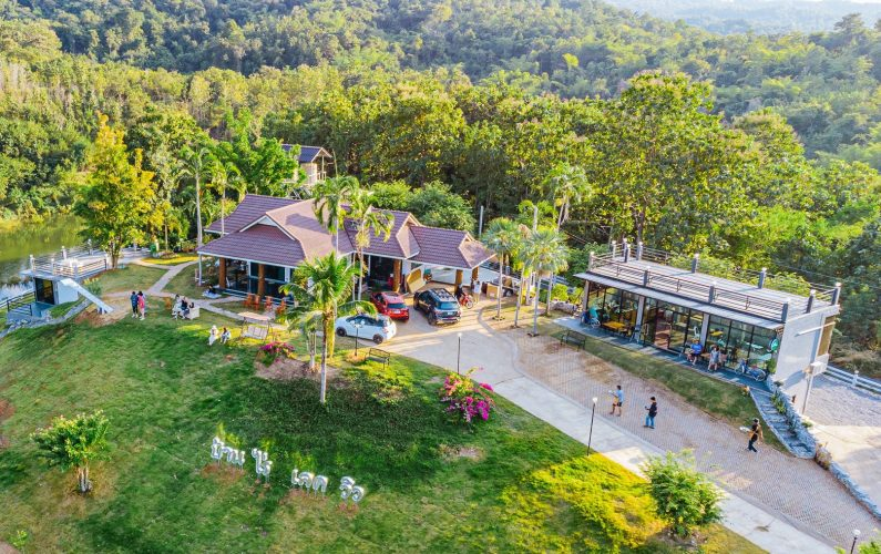 The Best Feng Shui House For Sale. Surrounded by large natural water source and mountains